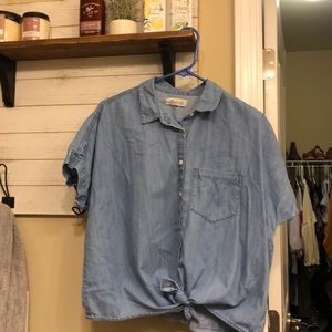 Madewell chambray tie front top. Size medium